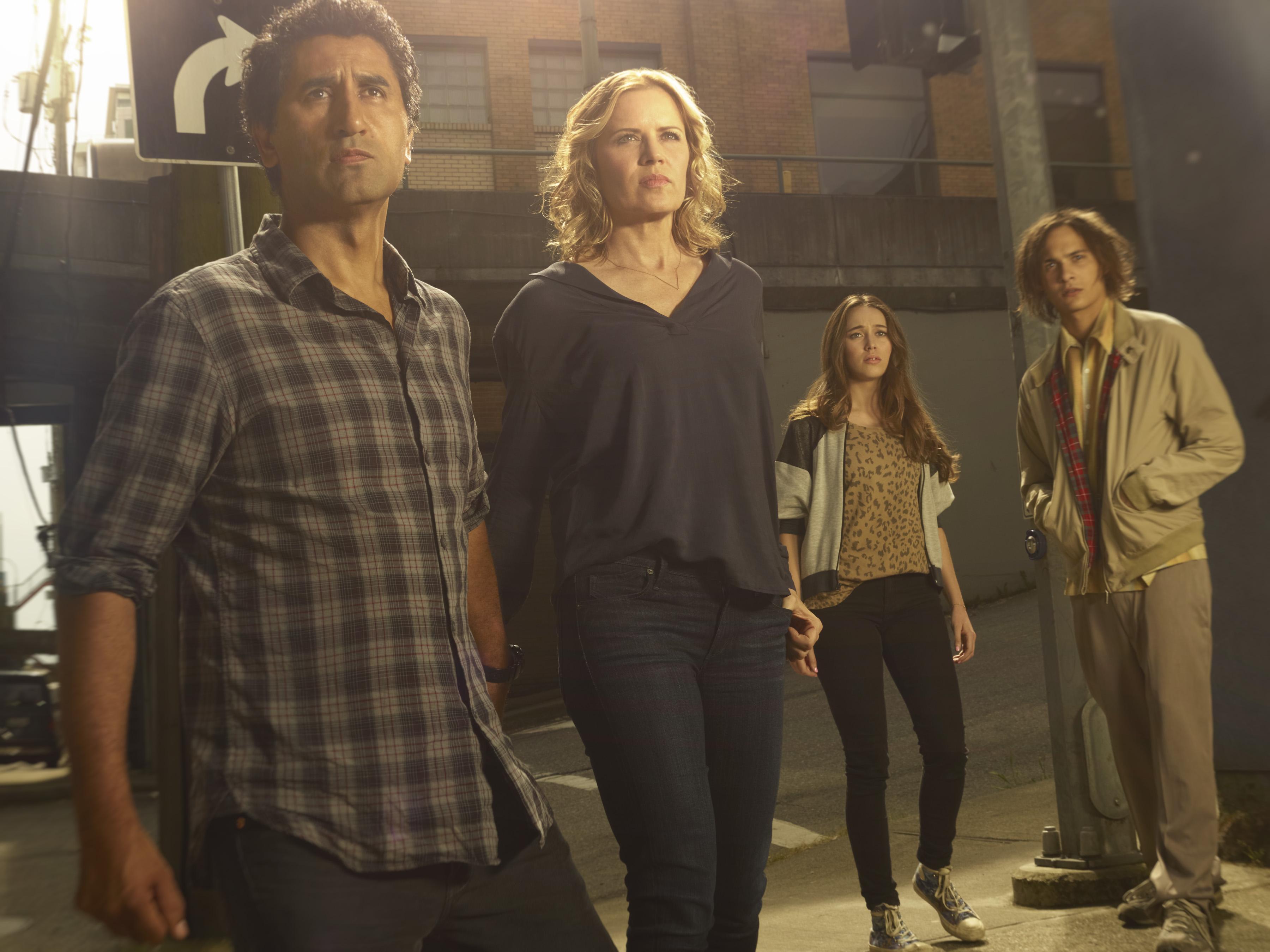 fear-the-walking-dead-clark-family