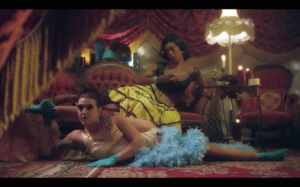 american-horror-story-freak-show-trailer-screenshot-three-breasted-woman